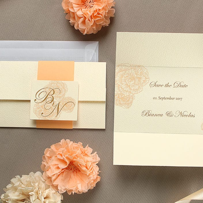 Save the Date Karte in Apricot aufgeklapt